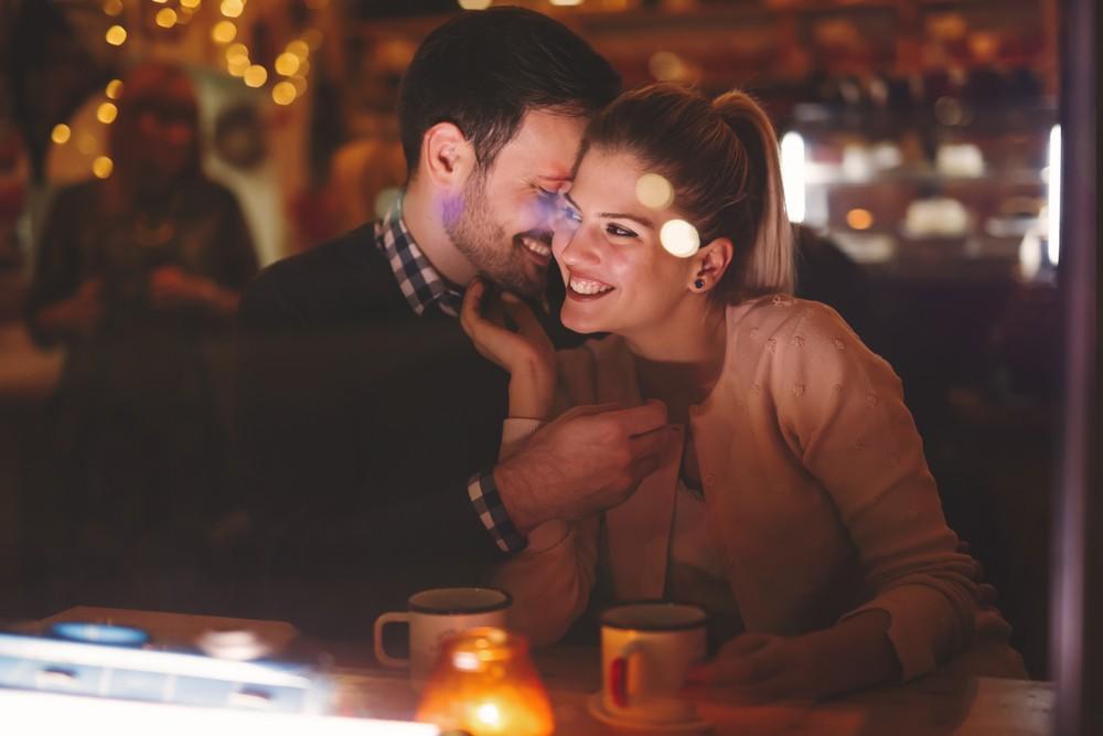 Ona hledá jeho : Nezávazný flirt